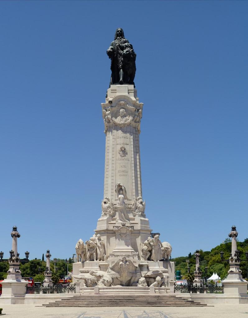 Monumentul închinat Marchizului Pombal, prim-ministrul care, după devastatorul cutremur din 1755, a reconstruit cartierele centrale ale Lisabonei, așa cum sunt și în prezent (By Alvesgaspar)